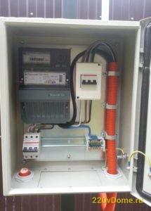 Электрический шкаф на трубостойке